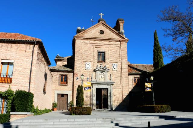Fachada principal de la iglesia del antiguo Convento de la Encarnación - Destino y Sabor