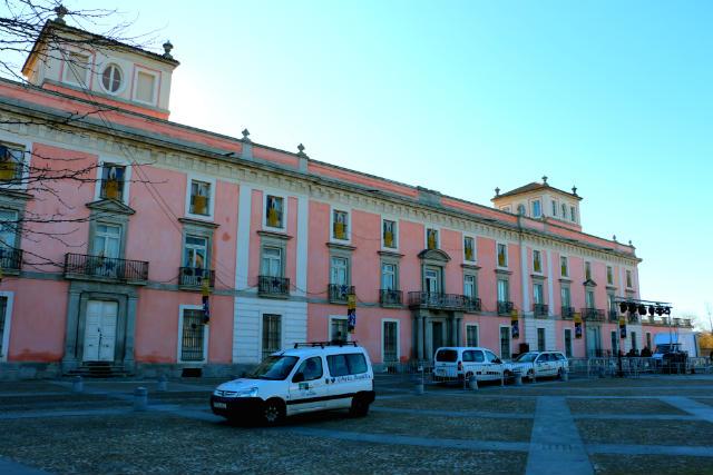 Fachada principal del Palacio del Infante Don Luis - Destino y Sabor