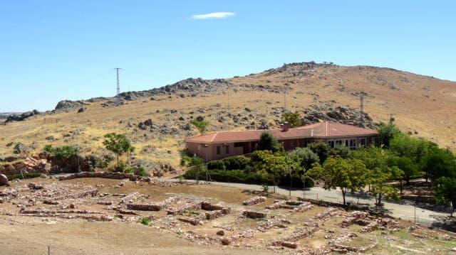 Cerro de Alarcos, ruinas y el Centro de Interpretación de Alarcos - Imagen de Raimundo Pastor