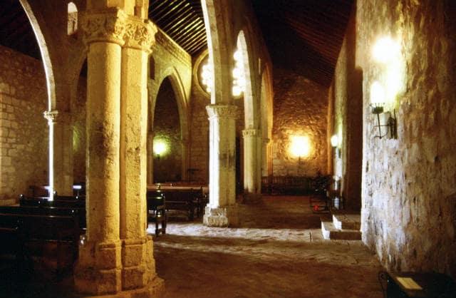 Interior de la Ermita de Nuestra Señora de Alarcos - Imagen de Blasto