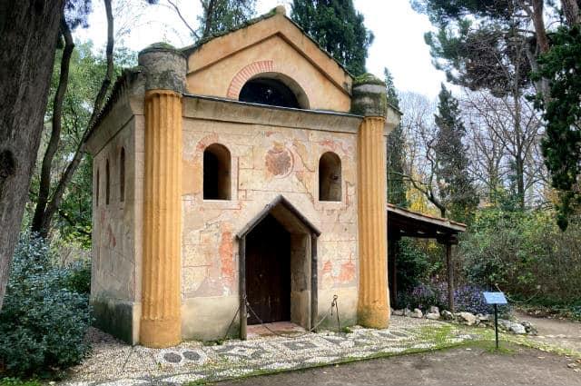 Ermita en el Parque del Capricho – Destino y Sabor