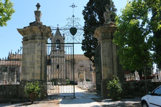 Entrada al cementerio monumental de Vila Real - Destino y Sabor