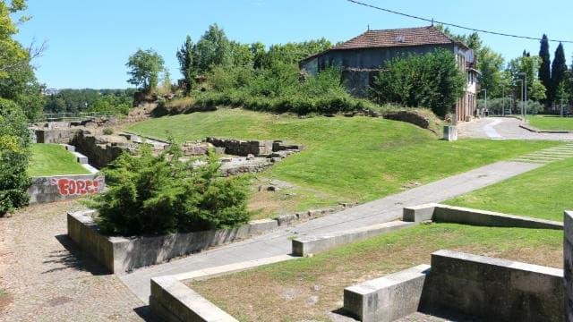 Entrada en ruinas de las murallas de Vila Real - Destino y Sabor