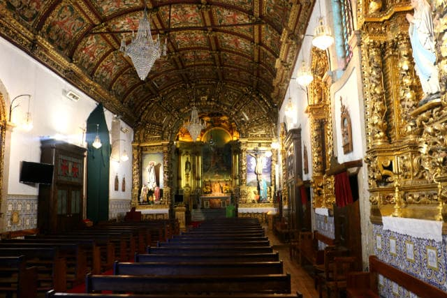 Interior de la Igreja de São Pedro - Destino y Sabor