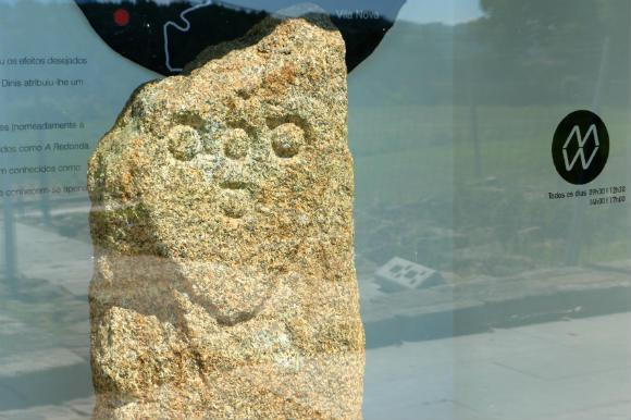 Piedra lapidaria en el Museo de Historia de Vila Real - Destino y Sabor