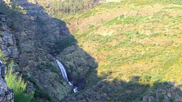 Salto de agua de Fisgas de Ermelo - Destino y Sabor