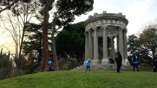 Templo de Baco en el Parque del Capricho - Destino y Sabor