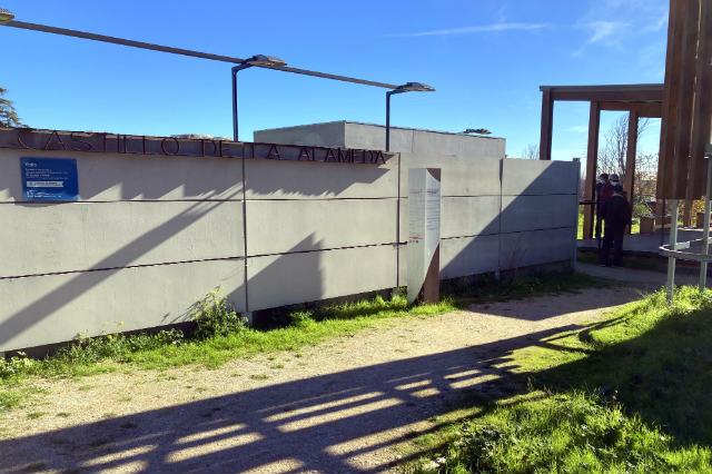 Entrada al recinto del yacimiento arqueológico - Destino y Sabor
