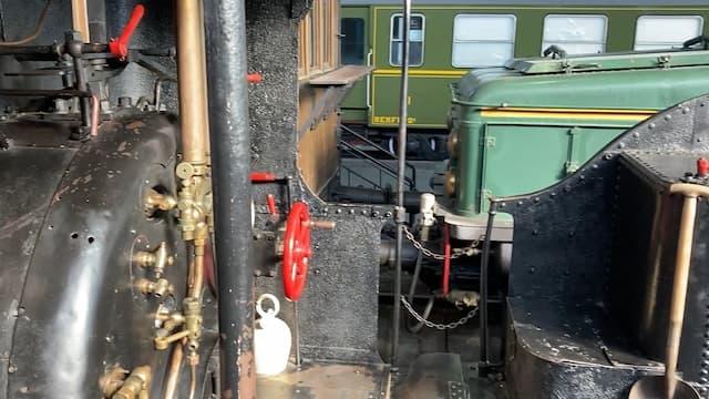 Interior de una de las locomotoras - Destino y Sabor