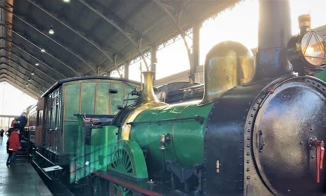 Una de las locomotoras más antiguas del Museo del Ferrocarril de Madrid - Destino y Sabor