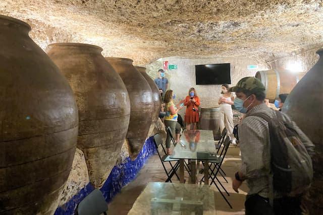 Cueva de la enoteca 11 Ánforas que sirve de sala de catas y actividades - Destino y Sabor