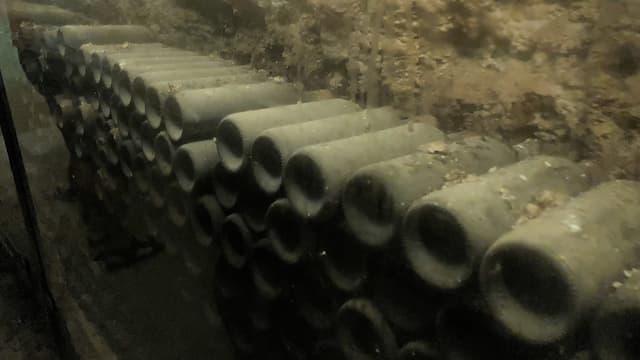 Dormitorio de las antiguas botellas de la bodega Los Llanos encontradas - Destino y Sabor