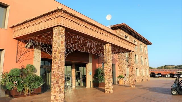 Entrada al complejo hotelero La Caminera - Destino y Sabor