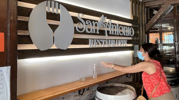 Entrada al restaurante San Antonio de Valdepeñas - Destino y Sabor
