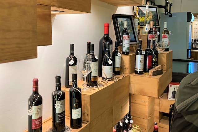 Instalaciones de venta de vinos en la enoteca 11 Ánforas - Destino y Sabor