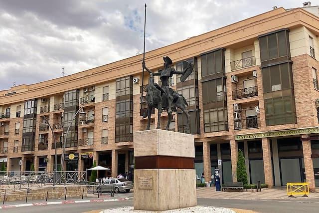 Ruta de las esculturas de Valdepeñas - Destino y Sabor