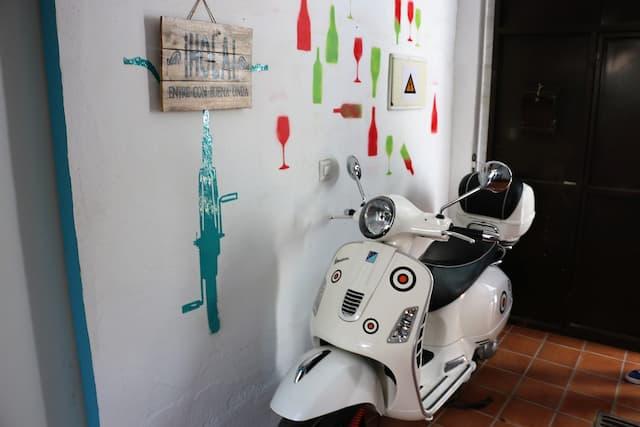 Vestíbulo de entrada al Chato Grato - Destino y Sabor