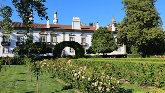 Jardines posteriores del palacio Casa de Mateus - Destino y Sabor