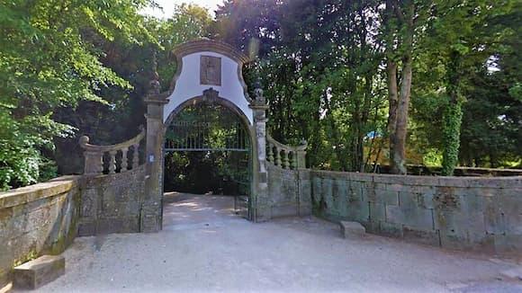 Puerta de acceso al recinto del Palacio Bodegas Casa de Mateus - Destino y Sabor