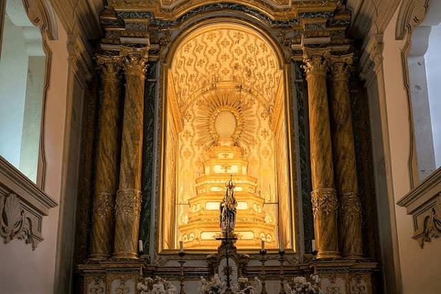 Retablo típico de las iglesias de Portugal en la Capilla - Imagen de Xiquinhosilva